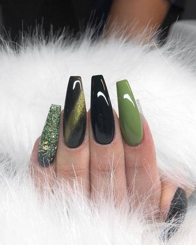 Coffing nails Dragons Green Manicure With Glitter