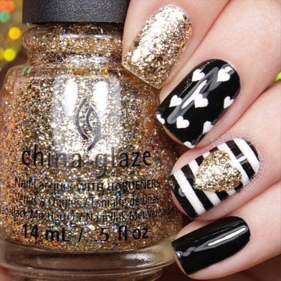Black and White with Gold Hearts Nail-acrylic-idea-vvpretty