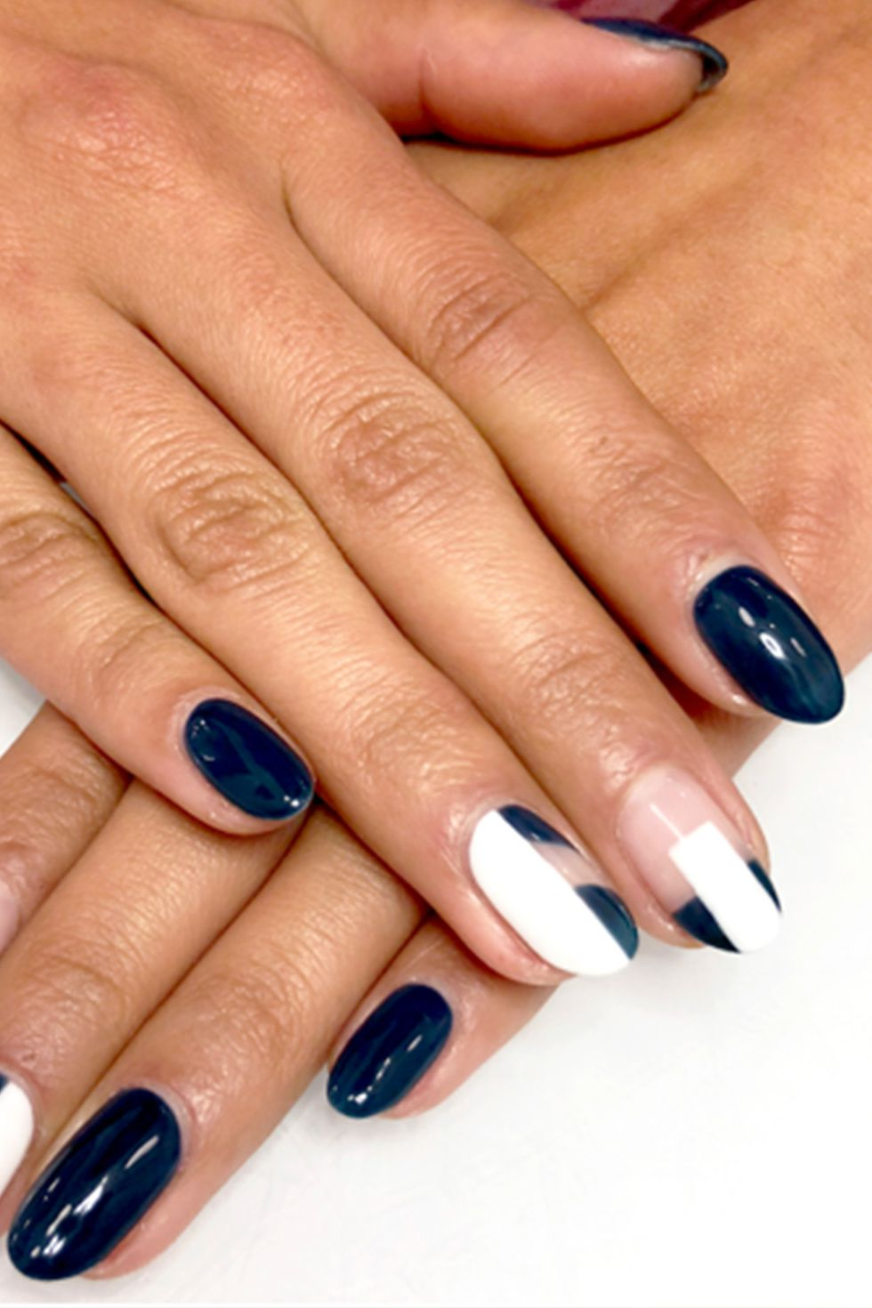 Almond Shaped Nails in Navy and White Color-vvpretty